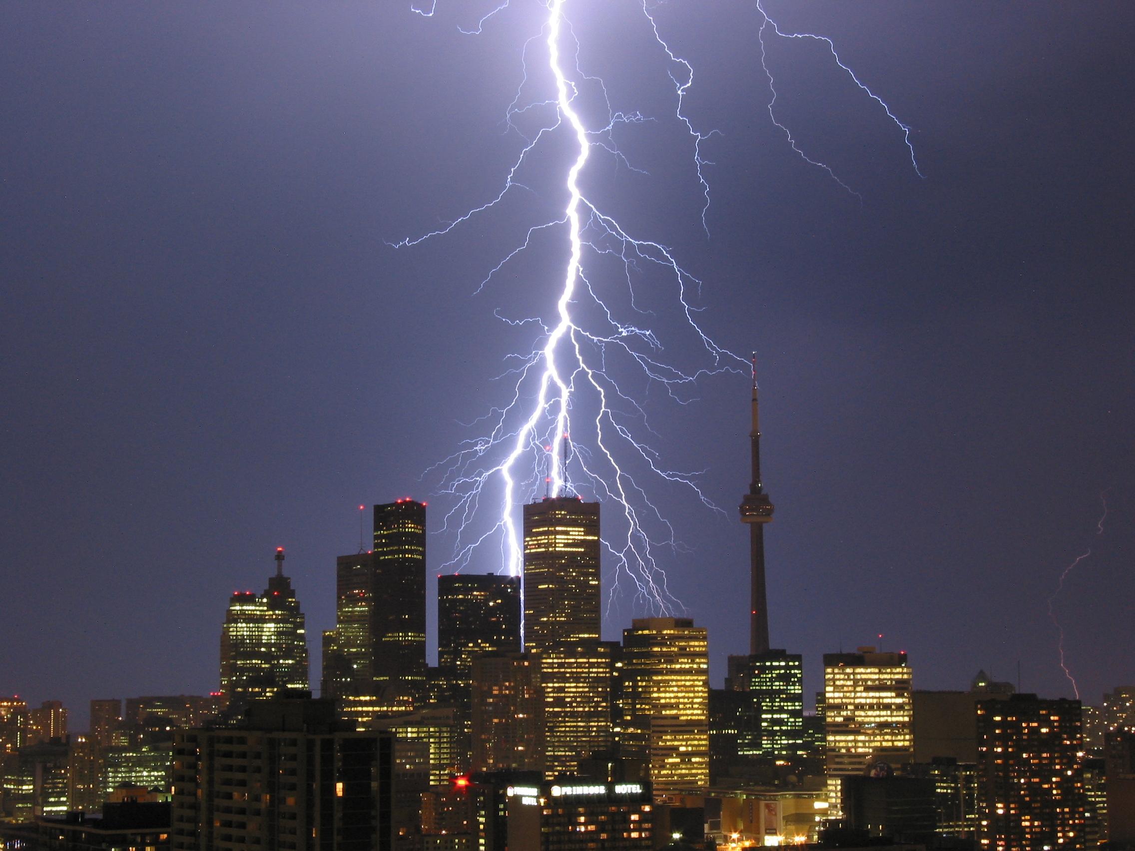 2003-Aug-23 - Toronto thunderstorm